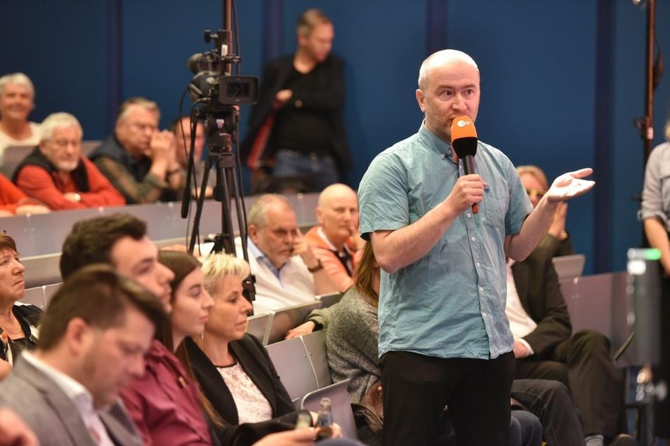 Wer sich äußern wollte oder Fragen hatte, bekam ein Mikro in die Hand. Foto: Matthias Weber