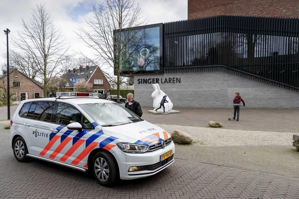 Aus dem niederländischen Museum Singer Laren bei Amsterdam ist bei einem Einbruch ein Gemälde von Vincent van Gogh gestohlen worden.
