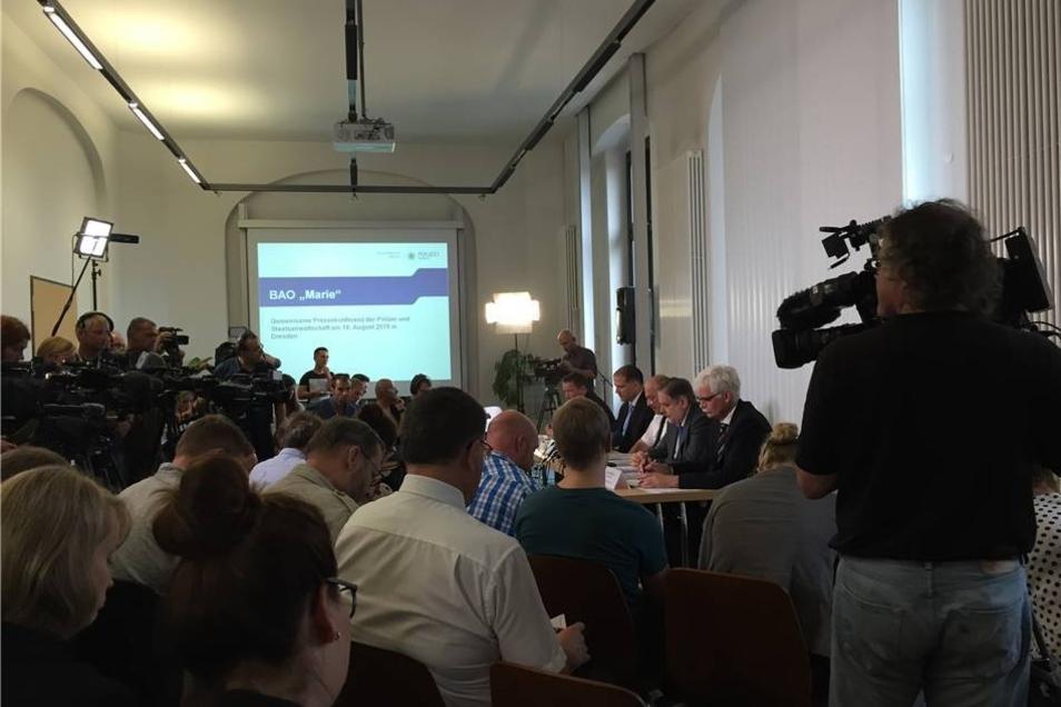 Am Dienstagnachmittag bestätigt die Polizei auf einer Pressekonferenz in Dresden: Das tote Mädchen ist mit allerhöchster Wahrscheinlichkeit Anneli-Marie.