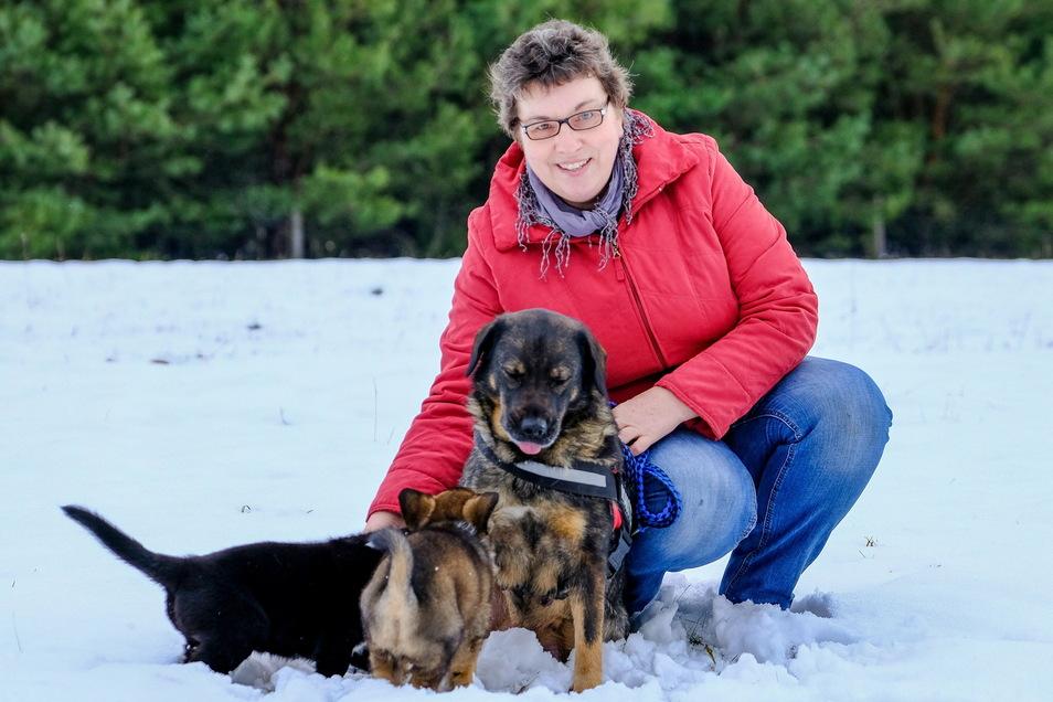 Jenny Fischer liebt das Leben – und ihre Hunde. Das Foto entstand in der Nähe ihres Hofes in Rietschen (Landkreis Görlitz).