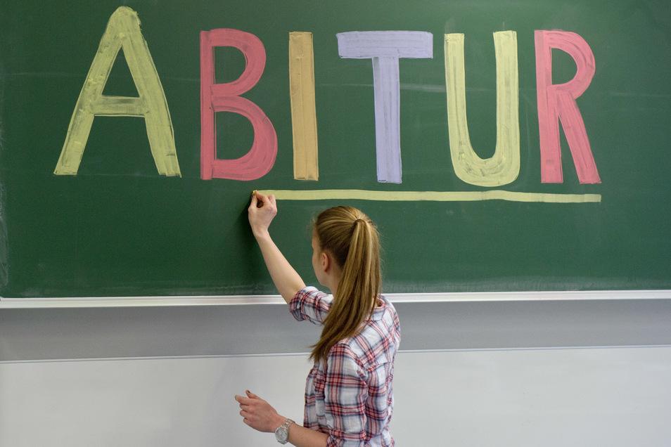 Der Anteil der Jugendlichen einer Alterskohorte, die das Abitur ablegen, geht leicht zurück