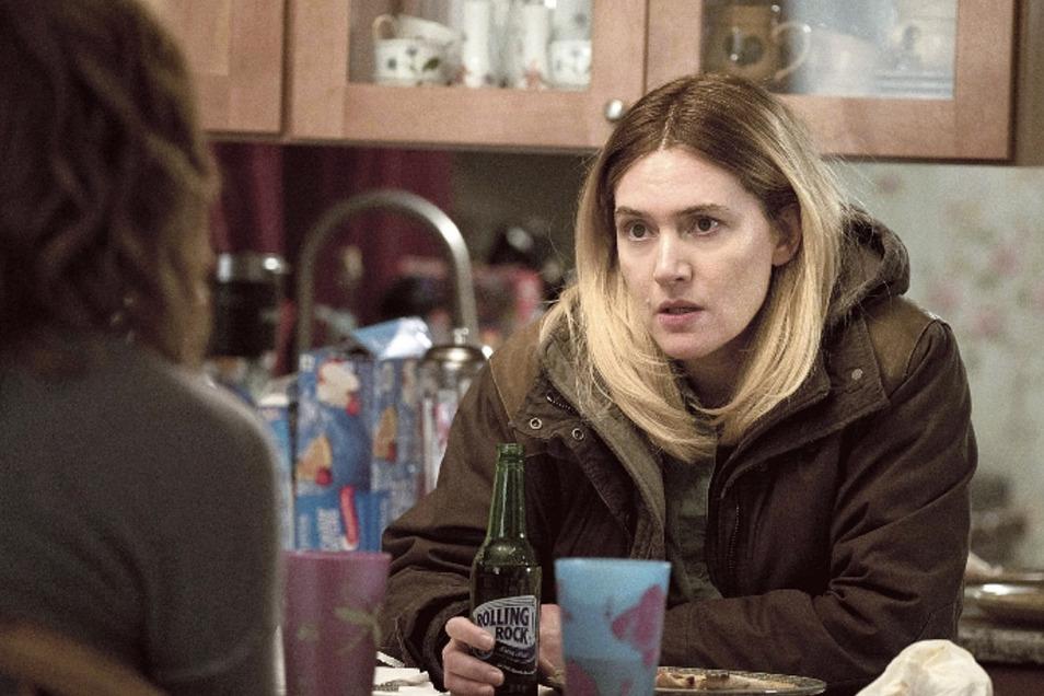 Cop Mare Sheehan (Kate Winslet) geht auf Verbrecherjagd und wird bald selbst zum Opfer.