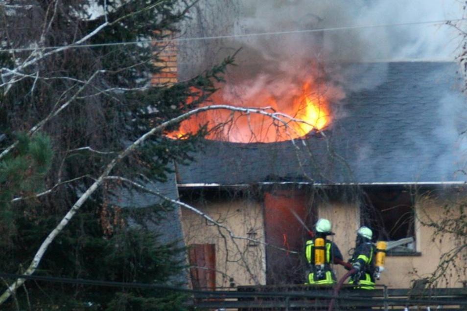 Mit mehr als 50 Kräften rückten die Feuerwehren aus Eibau und Umgebung an.