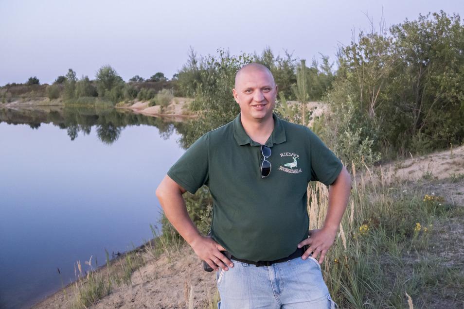 Maik Rühle ist Vereinschef der Riesaer Sportangler. Der Verein hat unter anderem die Nieskaer Kiesgrube unter seinen Fittichen. Vor allem illegale Badegäste sorgen dafür, dass im Sommer oft zu viel Unruhe ist, um zu fischen.