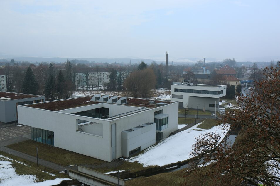 Nach dem Abriss 1995 lange Zeit unbebaut, entstand hier später der Campus der Hochschule sowie das Fraunhofer-Institut.