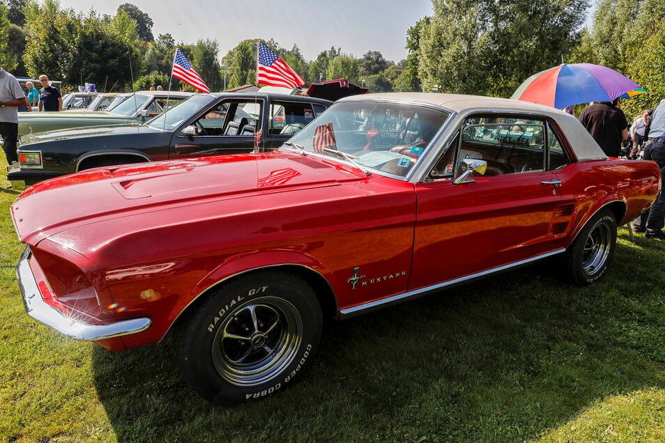 Ein Ford Mustang, Baujahr 1967, mit V8-Motor und 250 PS.