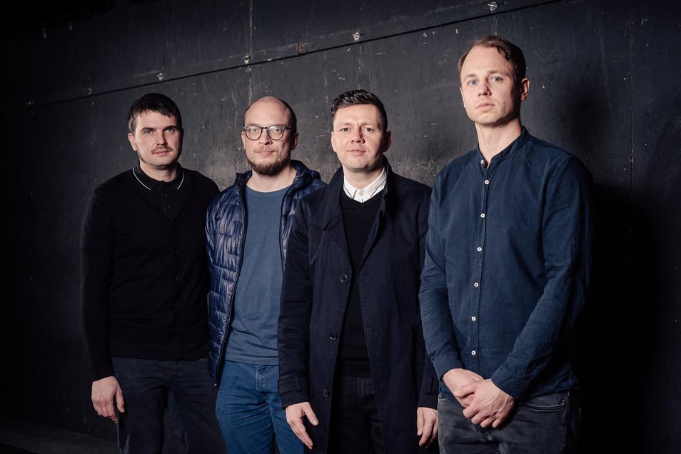 """Christian Friedel (2.v.r.) und seine Kollegen von Woods of Birnam stifteten einen Song für ein besonderes Benefiz-Album, zudem arbeiten sie derzeit daran, ihre """"Macbeth""""-Songs vor der Bühnenpremiere schon auf CD zu veröffentlichen."""