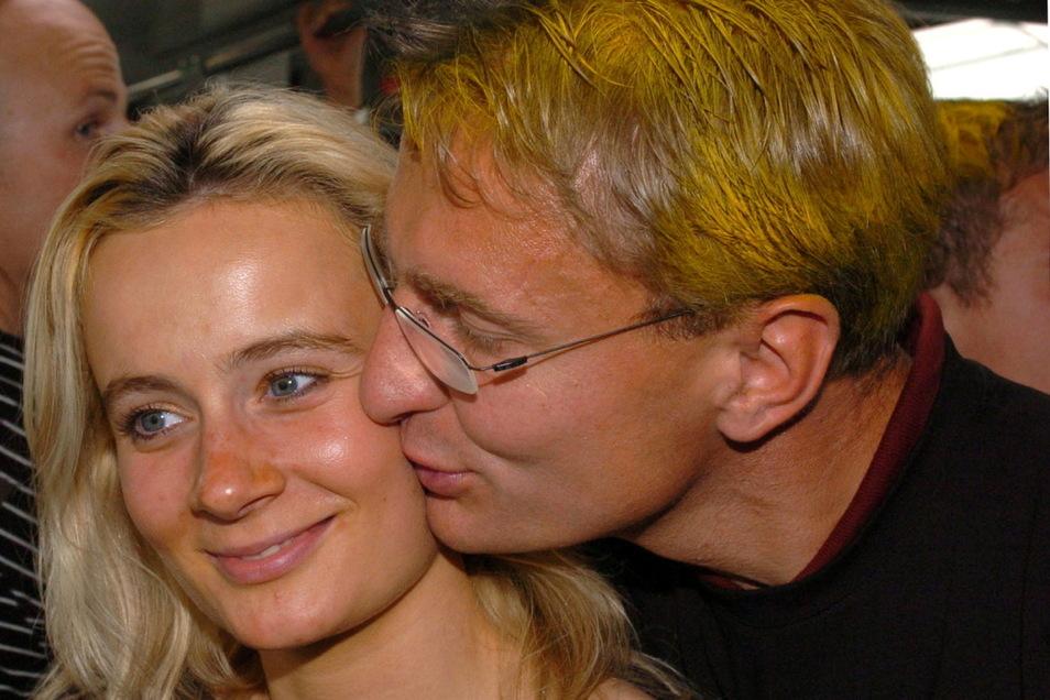Nach dem Aufstieg 2004 feierte Heidrich mit gefärbten Haaren und der damals schwangeren Frau Arlette.