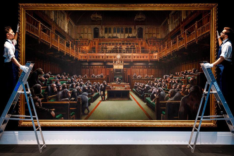 """""""Devolved Parliament"""", zu Deutsch """"Zurückentwickeltes Parlament"""" ist ein Banksy-Gemälde aus dem Jahr 2009."""