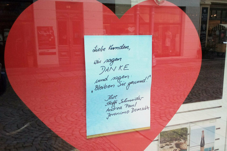 So verabschieden sich die Mitarbeiter von Galeria Reisen in Bautzen von ihren Kunden.