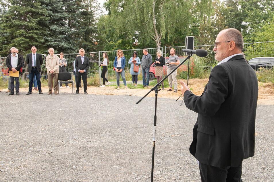 Oberbürgermeister Roland Dantz freut sich über den fortschreitenden Bau des Schul-Campus.