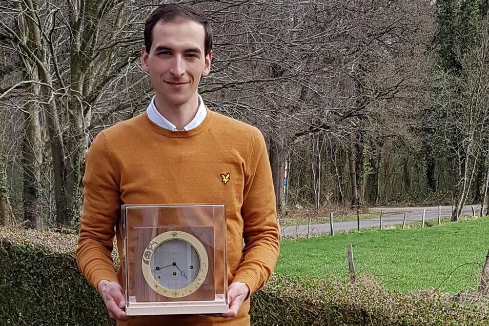 Für den Uhrmachermeisterkurs in Glashütte reiste Yves Schmitz von Ostbelgien an. Er hat den Kurs inzwischen erfolgreich bestanden.