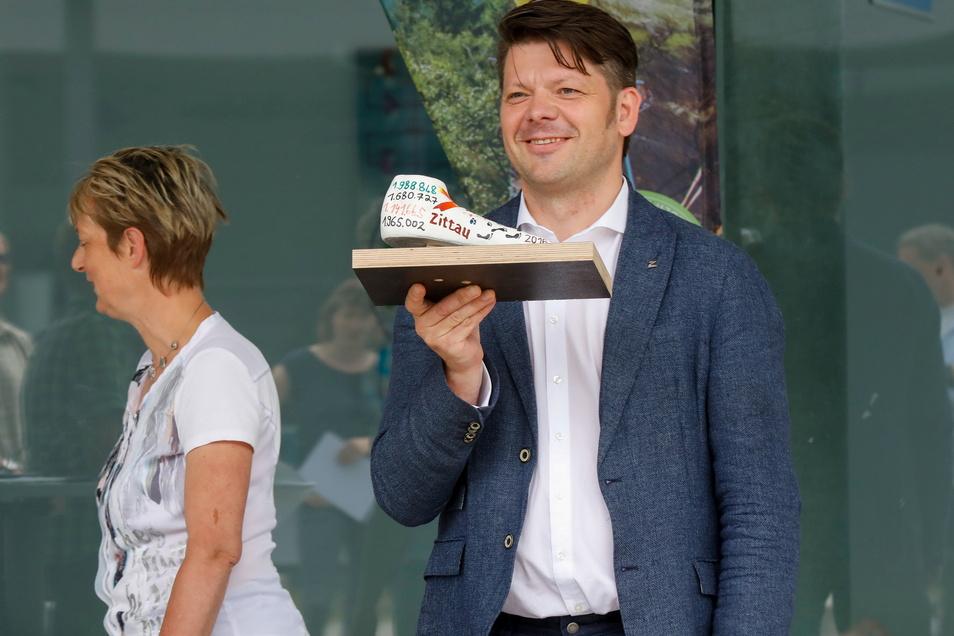Zittaus OB Thomas Zenker 2020 bei der Siegerehrung der Schrittzähler-Challenge.