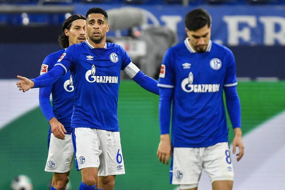 Ratlose Gesichter beim FC Schalke: Die 0:2-Niederlage gegen Wolfsburg war das 26. Spiel in Folge ohne einen Sieg. Damit kratzt der Traditionsverein am Negativrekord von Tasmania Berlin aus der Saison 1965/66.