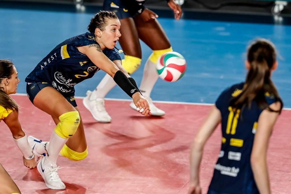 Das war vor ihrer schweren Verletzung: Katharina Schwabe voll konzentriert bei der Ballannahme. Jetzt hofft die Krauschwitzerin, bald wieder in Pflichtspielen auf dem Feld stehen zu können.