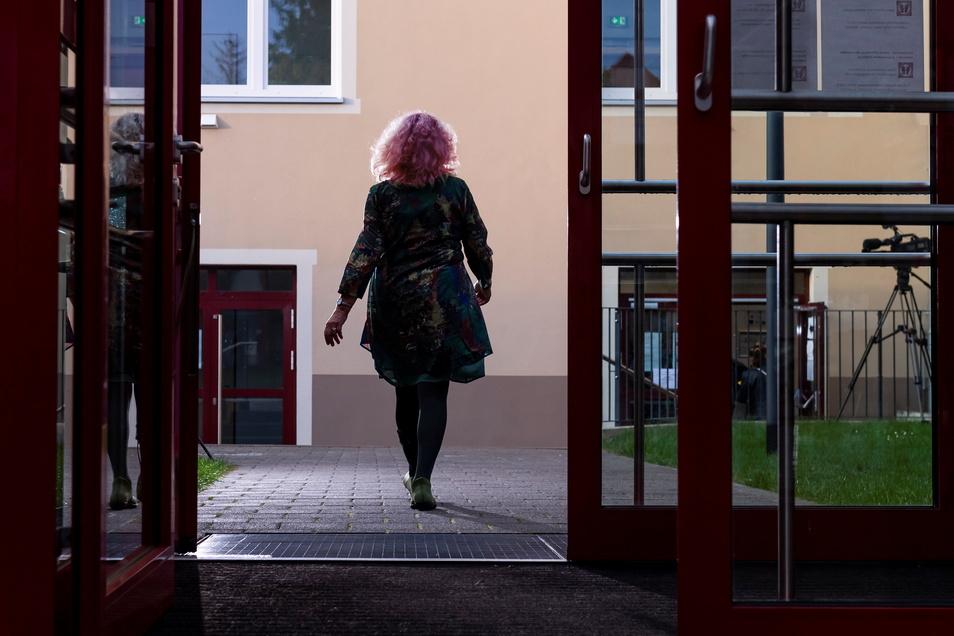 Ein schwerer Gang nach Heidenau: Gerda Lemmer geht zur Auftaktveranstaltung zur Aufarbeitung des Missbrauchs in der katholischen Kirche.