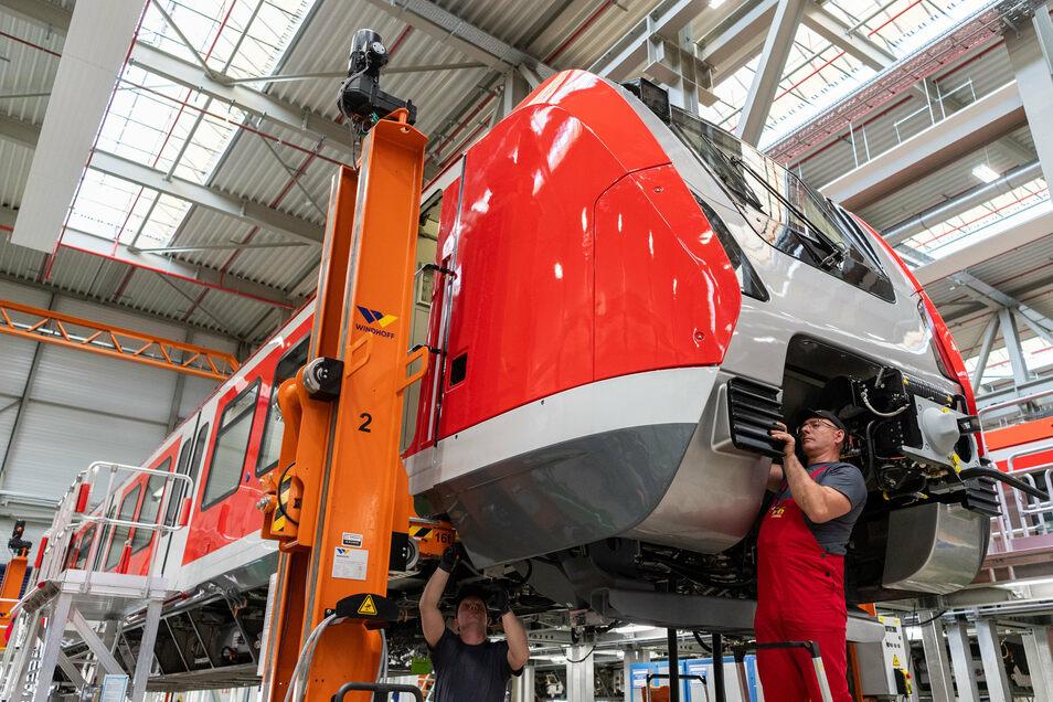 Ein Arbeiter im Bautzener Bombardier-Werk.