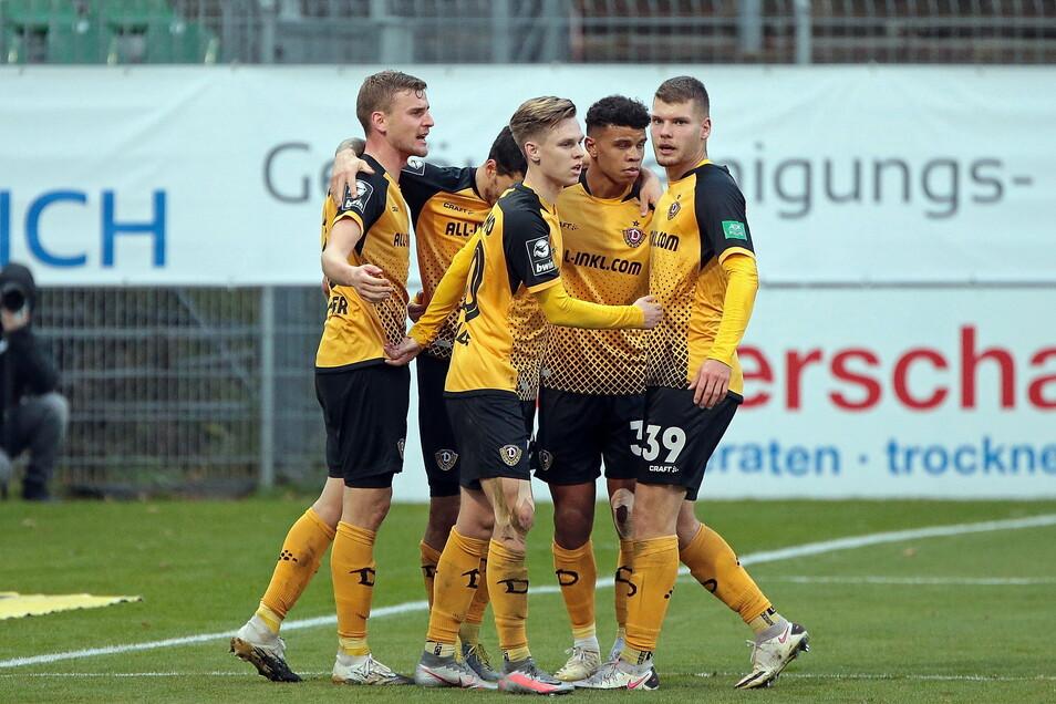 Am Ende jubelt Dynamo. Die Dresdner drehen das Spiel und bezwingen Köln.
