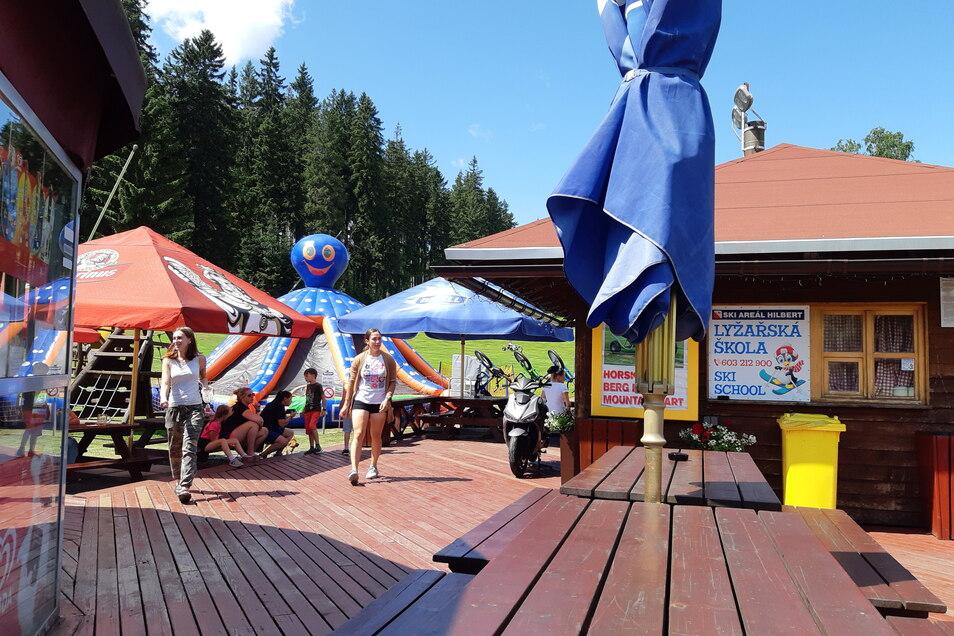 Wo im Winter Ski gefahren wird, gibt es im Sommer zahlreiche andere Freizeitaktivitäten.