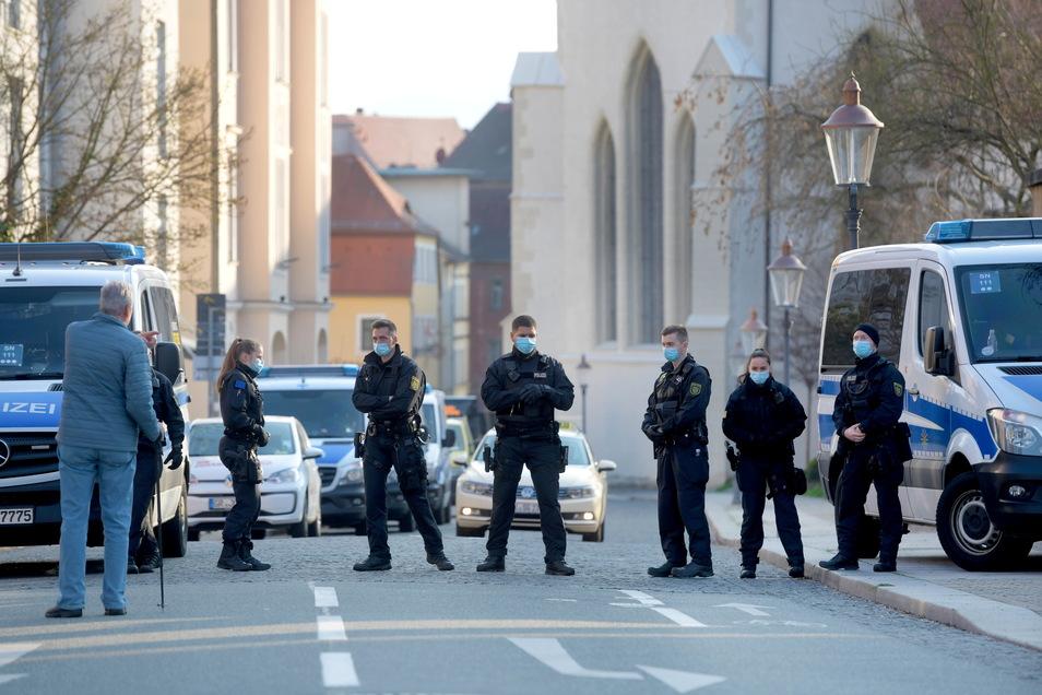 Auch an Nebenstraßen kontrollierte die Polizei.