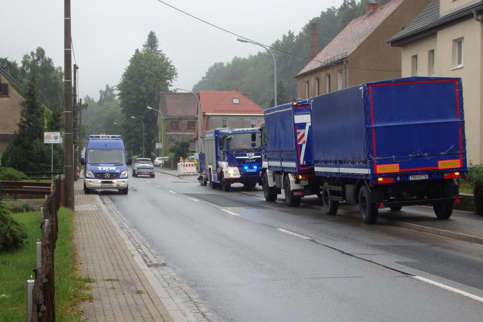 Das THW war mit mehreren Fahrzeugen in Neukirch im Einsatz.