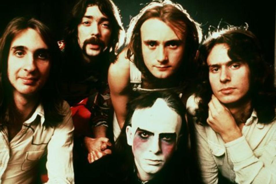 Genesis in den frühen Siebzigern mit Frontmann Peter Gabriel (vorn), hinter ihm Phil Collins.