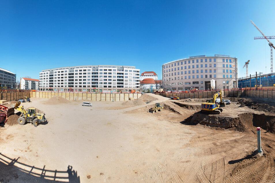 Eine große Baugrube klafft jetzt am Postplatz. Sie wird bis zu neun Meter tief.