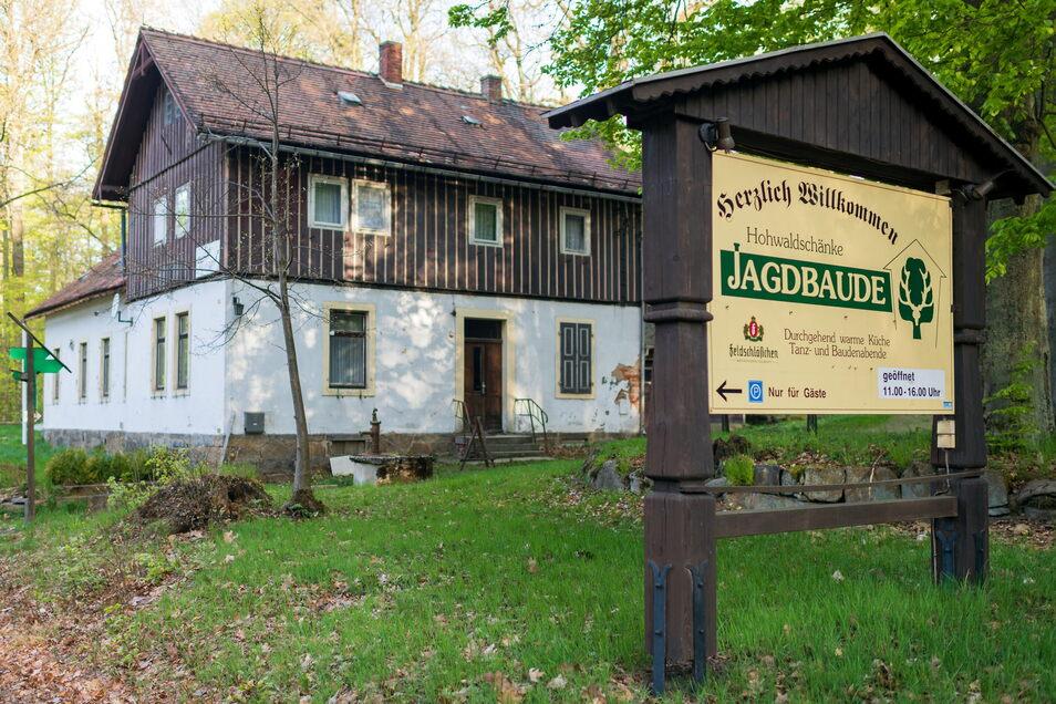 Die Hohwaldschänke mit Jagdbaude liegt mitten im großen Hohwald-Wandergebiet. Das Objekt steht zum Verkauf.