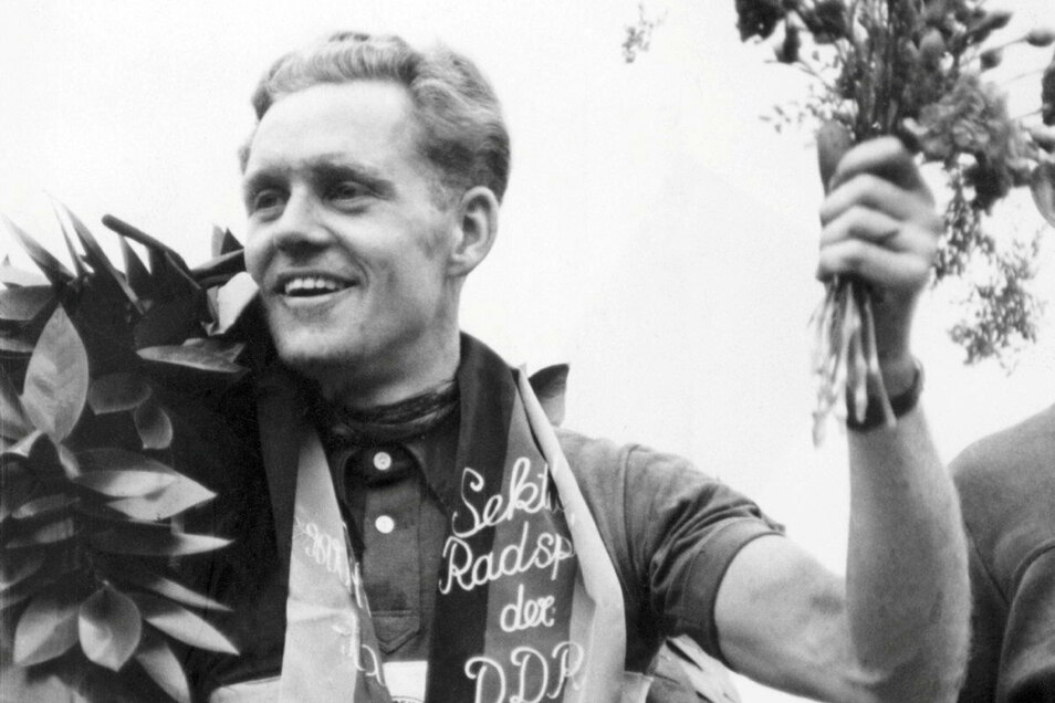 Siegerkränze hat Gustav-Adolf Schur viele gewonnen als aktiver Radsportler, aber trotz des Lorbeers ist er ein bodenständiger Typ geblieben. Bei den Menschen im Osten ist er vor allem deshalb beliebt, weil er sich auch ihnen gegenüber dankbar zeigte und d