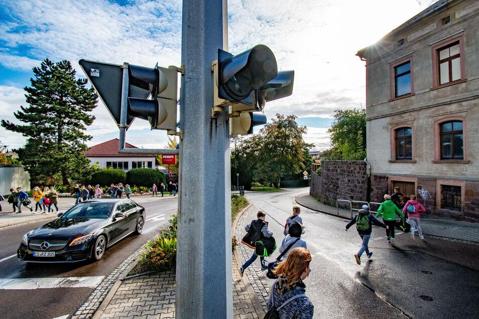 Planer untersuchen gerade, ob die Ampelkreuzung in Leisnig noch ihre Berechtigung hat und ob sie eventuell modernisiert werden müsste. Idealerweise passierte das im Zuge des Ausbaus der Johannistalstraße 2021.