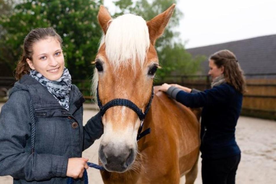 Für Pferdebesitzerin Jennifer Rossille ist es wichtig, dass Therapeut und Tier gut miteinander harmonieren. Sie will, dass ihre Lissy bestens versorgt ist.