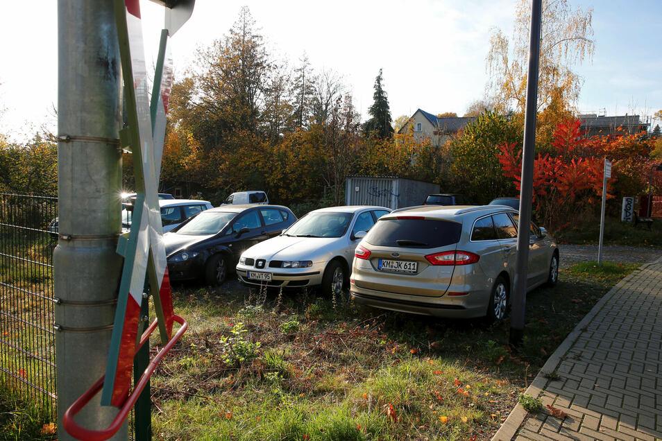 """Rund um das Stiftgäßchen und das Wohngebiet """"Am Damm"""" in Kamenz wird es beim Parken immer enger. Die Stadt will deshalb einen neuen Parkplatz bauen."""