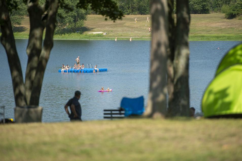 Ausgesprochen großzügig sind die Bademöglichkeiten - es gibt nicht nur den Natursee, sondern auch mehrere Schwimmbecken.