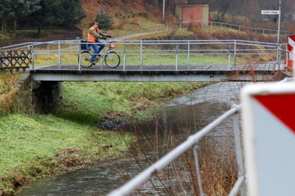 Die Baldauf-Brücke sollte in diesem Jahr verlegt und saniert werden. Doch weil der Kreis die Straße nicht bauen kann, fällt das Projekt ins Wasser.