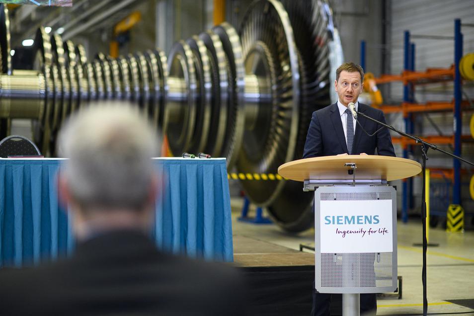 Ministerpräsident Michael Kretschmer besuchte noch im Dezember das Siemens-Werk in Görlitz. Da hätte er wohl auch nicht gedacht, wie ein Virus das Land in kurzer Zeit so treffen kann. Die Produktion läuft bei Siemens aber im Moment noch, die meisten Bürol