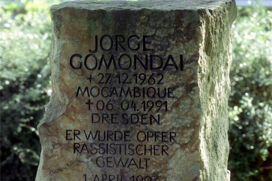 Der Gedenkstein erinnert an Jorge Gomondai auf dem nach ihm benannten Platz in der Neustadt.