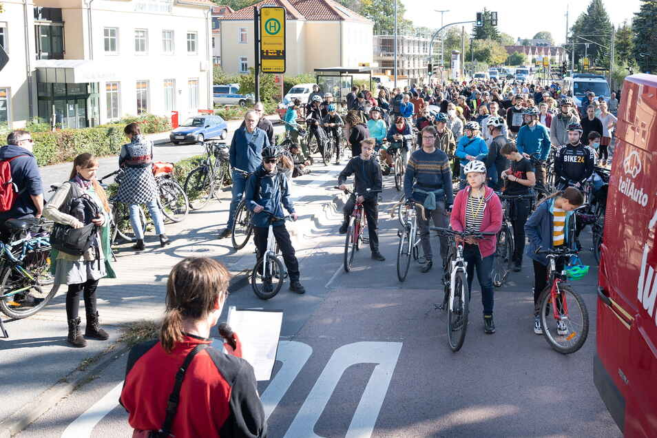 """Luca Gowitz (24) von Initiative """"Verkehrswende Dresden"""" kündigte weitere solche Demos an, auch auf der A4 soll dann demonstriert werden."""