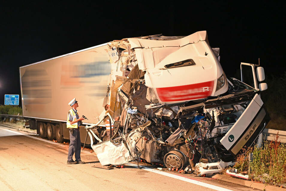 Das Führerhaus des polnischen LKWs wurde völlig zerstört.