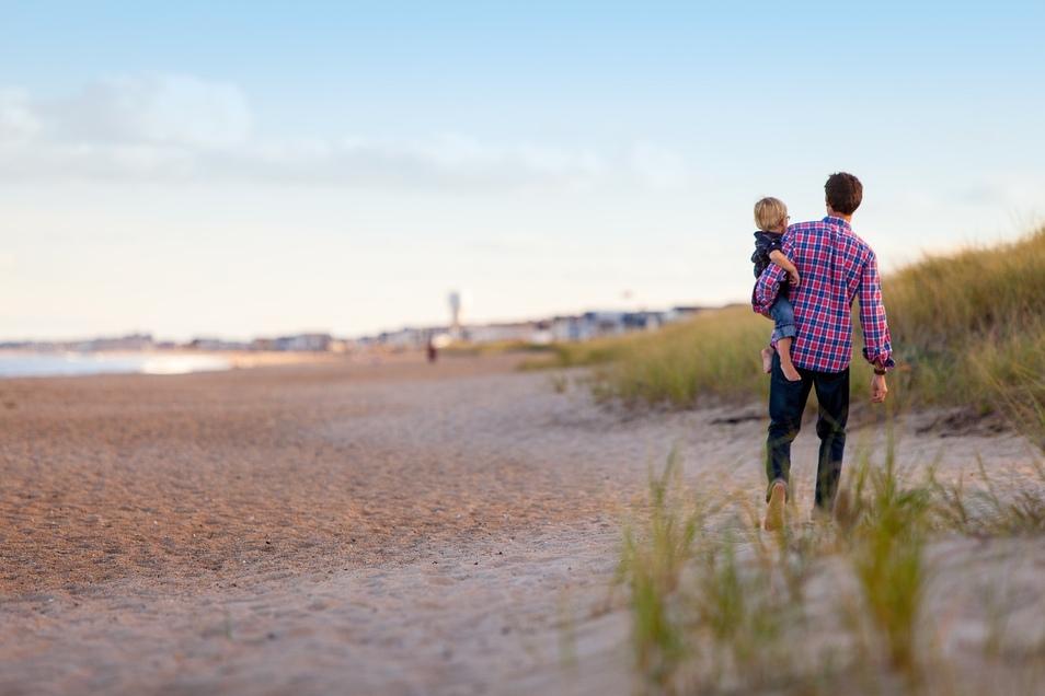 Trennungskinder, die nur bei einem Elternteil aufwachsen, bekommen ab kommendem Jahr deutlich mehr Geld – pro Monat 24 bis 55 Euro.
