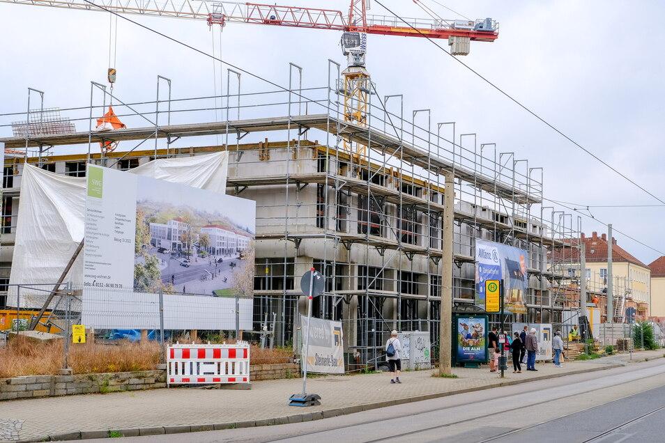 Der Blick von der Meißner Straße auf die Gebäude im Rohbau. Rossmann, Bäckerei und Fleischer ziehen hier ein.