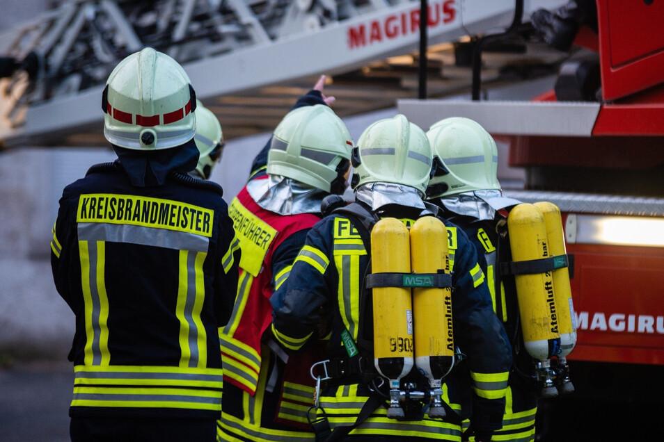 Werksfeuerwehr oder die Freiwillige Wehr Wachau? Der Vorfall Ende November auf dem Gelände bei Sachsenmilch in Leppersdorf hat gezeigt, dass die Gemeindefeuerwehr schnell an ihre Grenzen stößt.