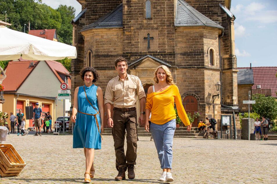 2019 beim Dreh in Stadt Wehlen: Die Schauspieler Liza Tschirner, Philipp Danne und Eva Maria Grein von Friedl (v.l.).