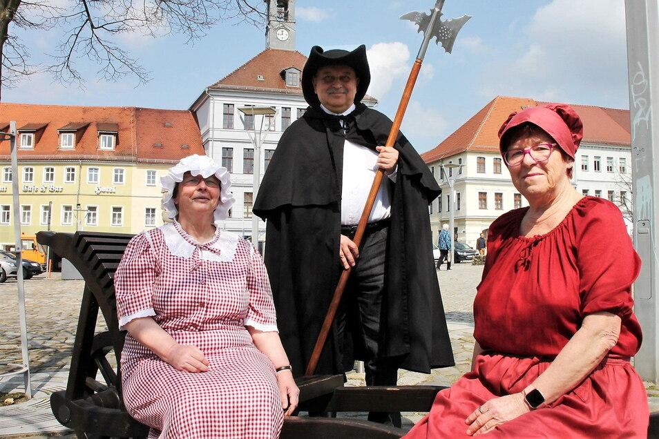 Die Stadtführer Gudrun Büchler, Gottfried Brückner und Christine Bär (v.l.n.r.) führen die Besucher durch Bischofwerda. Foto: Stadtverwaltung Bischofswerda