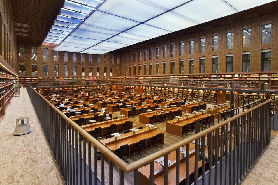 Der große Lesesaal in der Slub bleibt weiterhin geschlossen. Nur das Abholen von vorbestellten Büchern ist ab Montag wieder möglich.