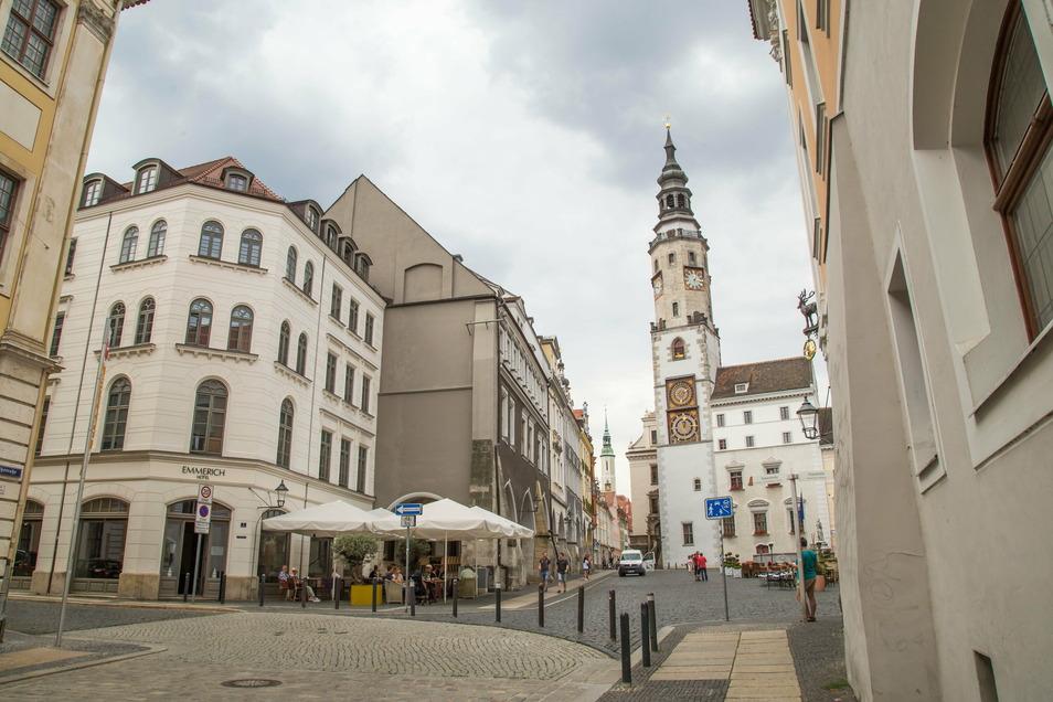 Görlitzer Altstadt mit Untermarkt und Blick vom Braunen Hirsch auf das Rathaus mit dem Rathausturm.