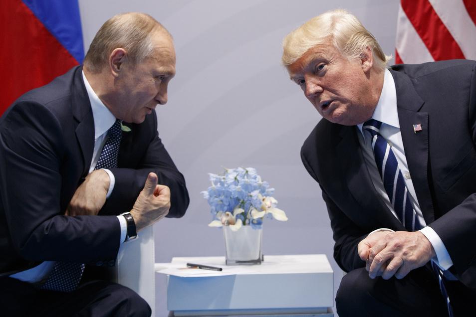 Die mächtigen Männer: Putin im Gespräch mit US-Präsident Donald Trum auf dem G20-Gipfel 2017.
