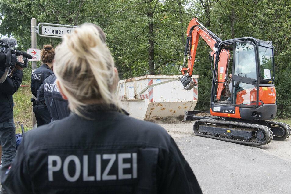 Im Fall der seit 13 Jahren vermissten Maddie McCann hat die deutsche Polizei einen Kleingarten durchsucht.