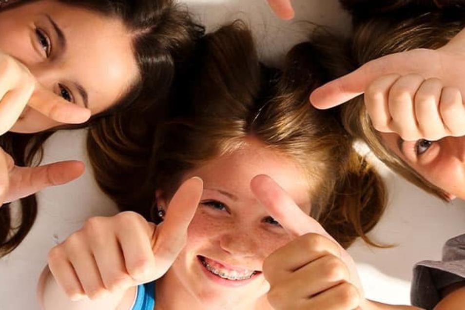 Ob analog oder digital - Nachhilfe-Unterricht sorgt für entspanntere Gesichter.