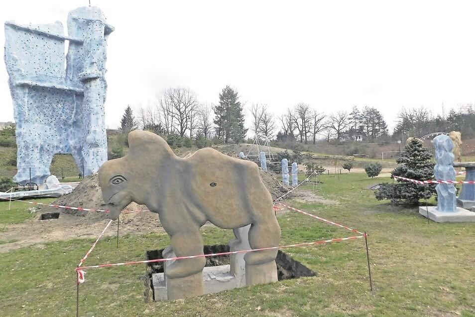 Auf dem Abenteuerspielplatz Krauschwitz entsteht eine Mammut-Rutsche.