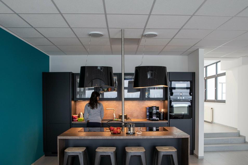 Zur Kesselsdorfer Betriebsstätte gehört auch eine Mitarbeiterküche.